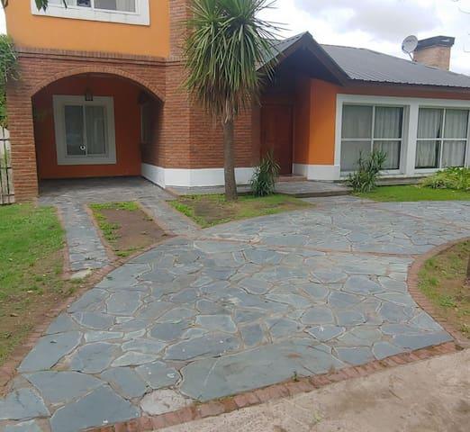 Casa en barrio privado seguridad 24hs ideal famili