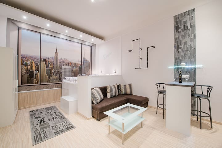 LONG TERM TOO+FREE PARKING+5* LOCATION+QUIET+SOHO!