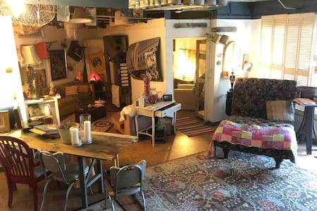 Vintage Casita: Steps Away from Historic Ybor