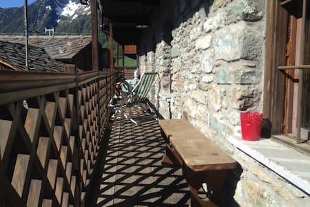 Casa in pietra '700 vista Monterosa - Antagnod - 獨棟