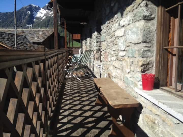 Casa in pietra '700 vista Monterosa