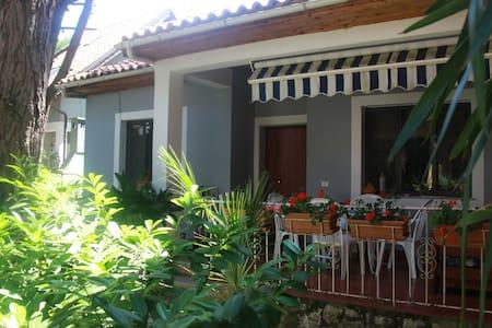 Family Beach Villa - Golem