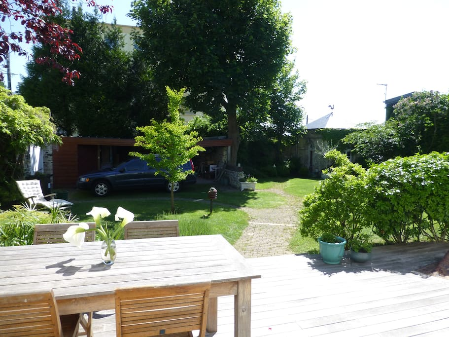 Le jardin avec terrasse