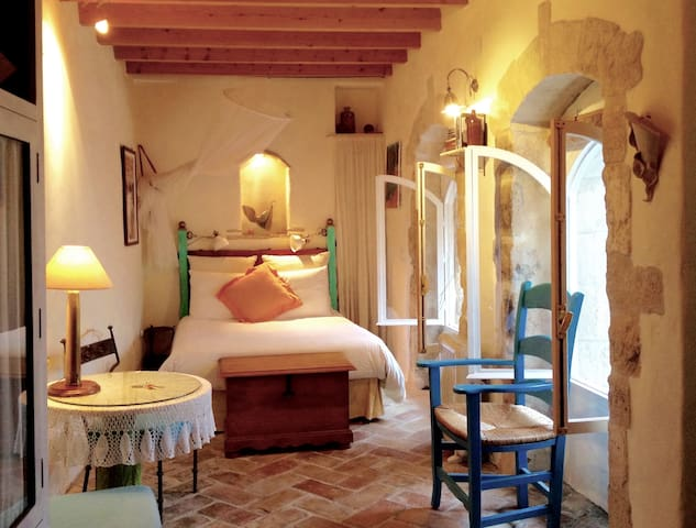 OLD WORLD BEDROOM SUITE!!! - Vejer de la Frontera