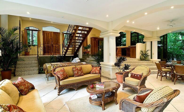 Enchanted Home Manuel Antonio CR  .