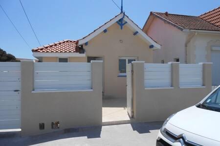 Petite maison plein centre ville - Lacanau