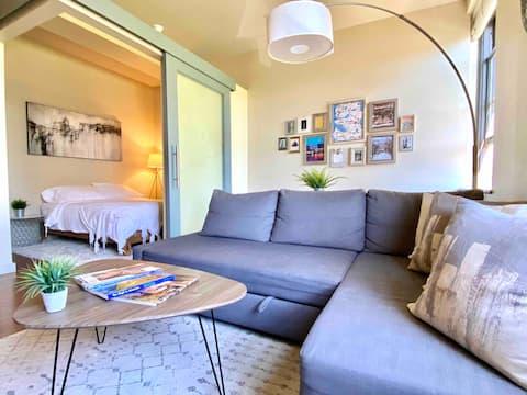 Cute Comfy Pike Place Flat /w Sleeper Sofa