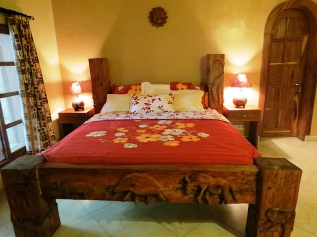 Le Jacaranda Hotel