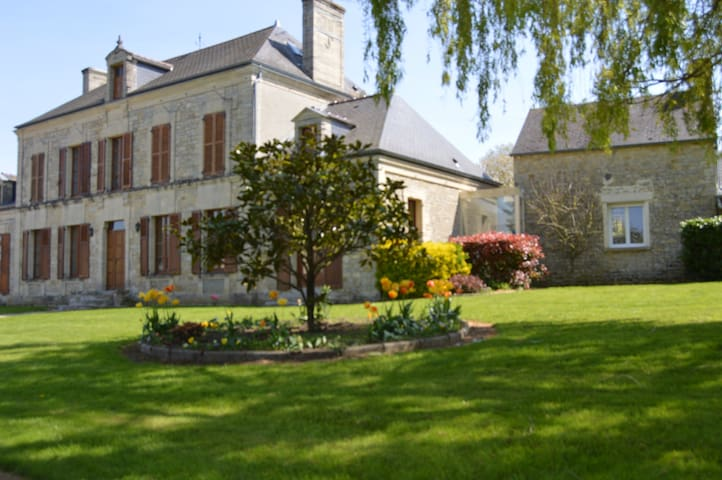 Charming Bed & Breakfast near Bayeux with pool - Bucéels - Konukevi
