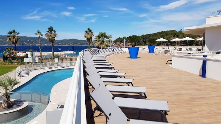 Vue magnifique de la mer ! Appartement cosy et ensoleillé avec accès piscine