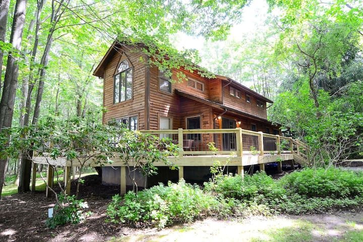 Dog friendly lake access home with dock slip, community amenities and fire pit!