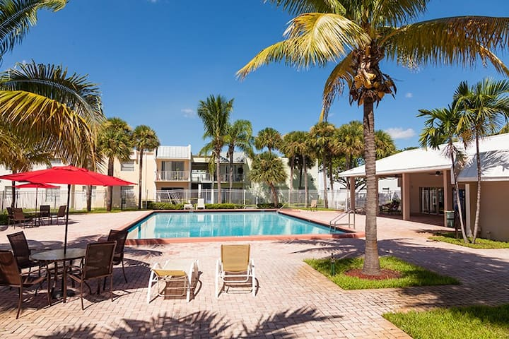 Semi private Room SOFABED CABLE TV Private balcony - West Palm Beach - Appartement
