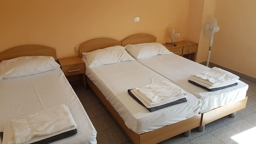 Rooms Hrpelje - triple room