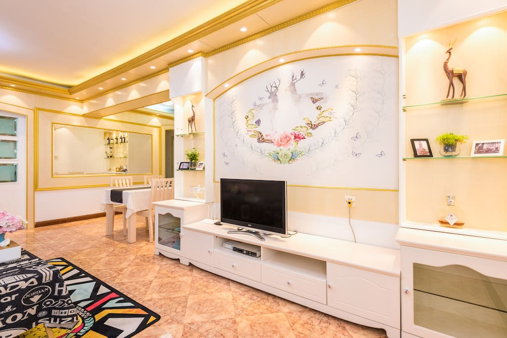 暖光灯拍摄欧式超大客厅