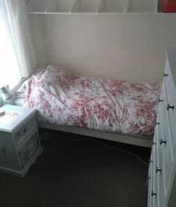 Single room with parking - Carlton - House