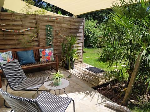 """Chambre  privée  """"cactus """"avec terrasse et jardin"""