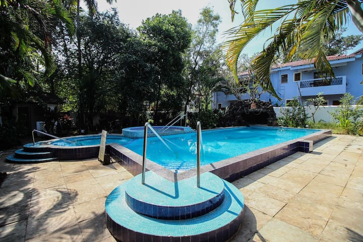 3 BHK Villa é big pool in North Goa close to sea.