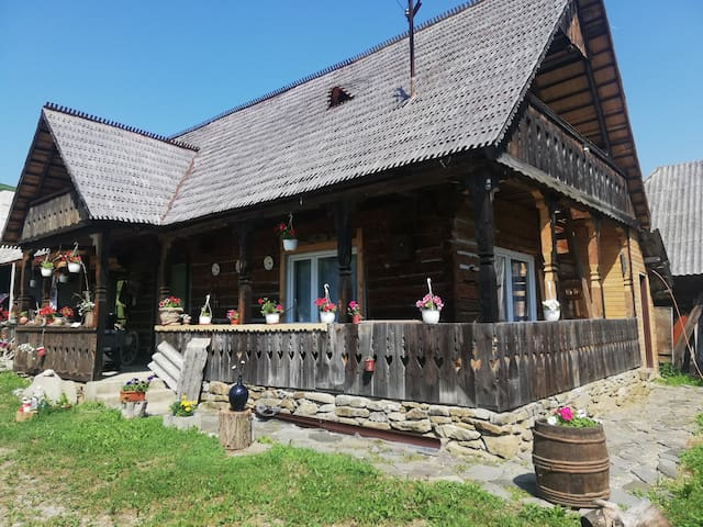 Traditional wooden house Maramureș - Casa din Vale