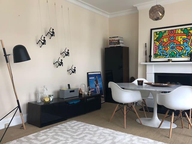 Charming, Design & Spacious flat - Shepherds Bush