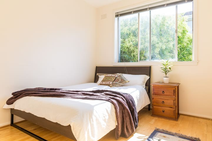 Bright spotless room only a short tram ride to CBD - Clifton Hill - Lägenhet