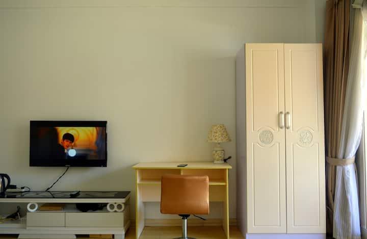 [房东超赞]汽车站火车站高铁站三大总站旁,韩乐坊ins北欧极简风公寓家庭房,独立阳台喝茶赏景。