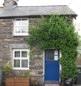 Beautiful country cottage retreat - Penmachno