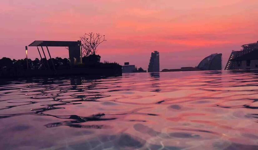 Pattaya市中心公寓,高层城市景观,门口交通工具24小时便利出行,距离步行街15分钟,可配置地导