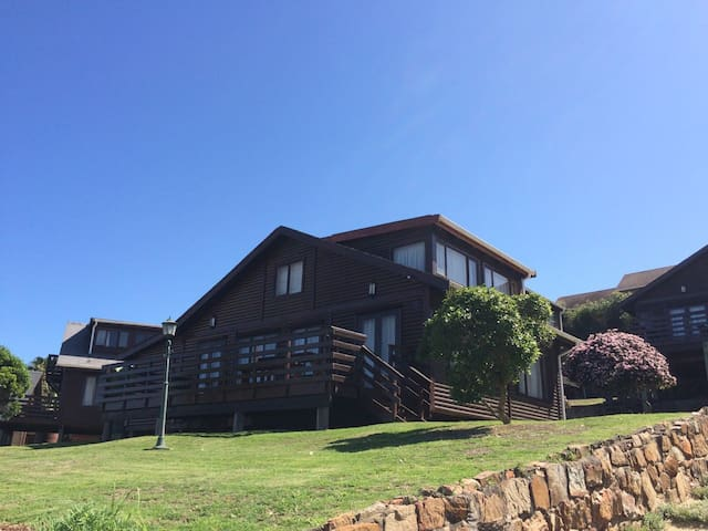 4 Bedroom Beach House to Rent in Port Alfred - Port Alfred - House