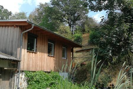 Waldhaus mit Kamin und viel Charme am Wetzbach