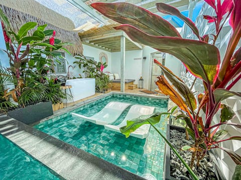 Cozy private heated pool studio at Bohemian Suites
