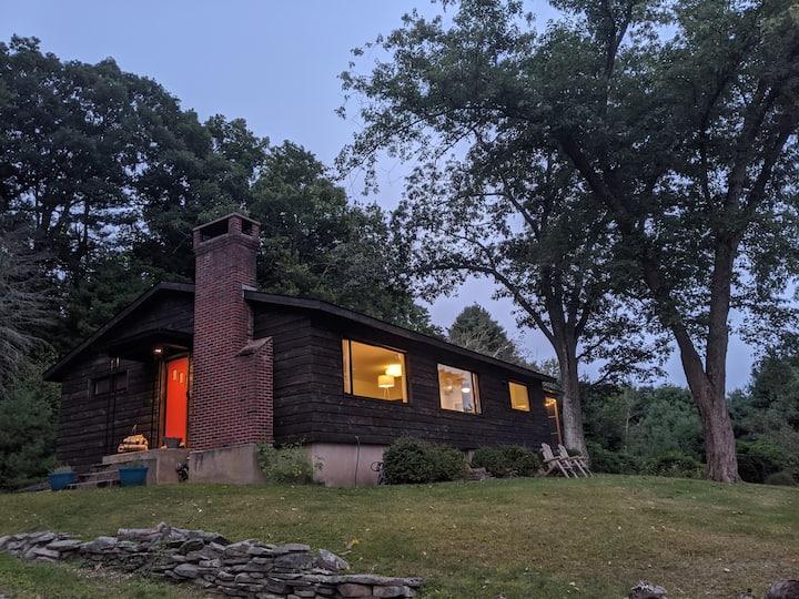 Catskills Private Modern Lakehouse 3BR + Studio