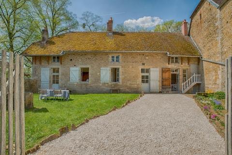 Casa del castillo de Commarin