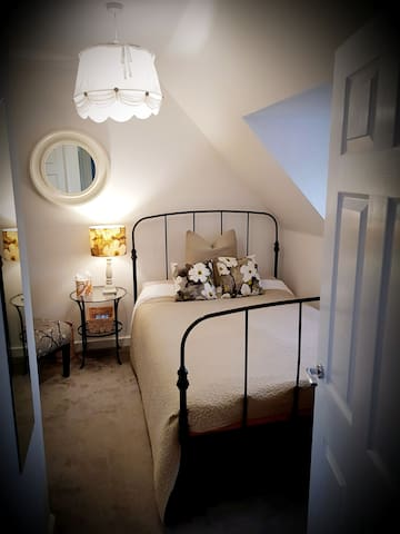 Luxury En-Suite Double Room 3 Miles from M42 Jct 4