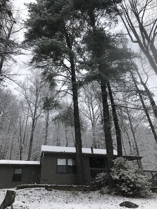 Barb's House is a perfect, secluded get away for friends and family!  Winter is especially one of the best times to visit- the cool mountain air is so very peaceful!!