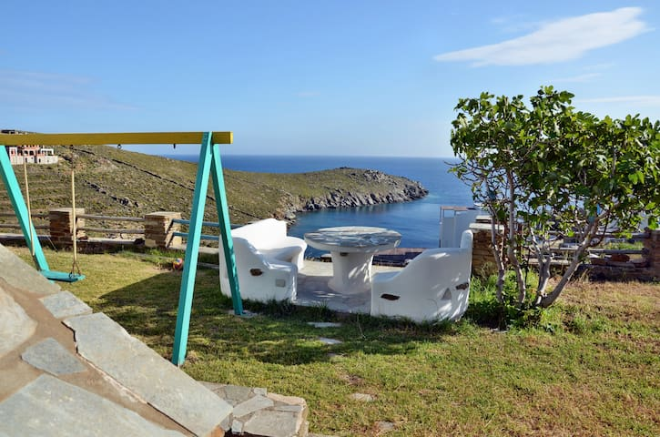 HOUSE ON THE BEST BEACH OF TINOS - VOURNI - Ev