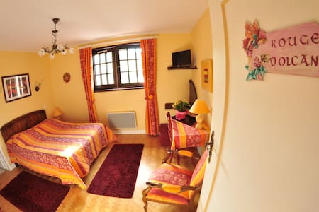 "CHAMBRES HOTES LA CORALINE ""3 EPIS"" - Bed & Breakfast"