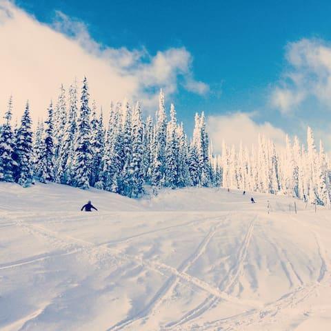 Apex Mountain Resort True Ski In-Ski Out Suite - Keremeos