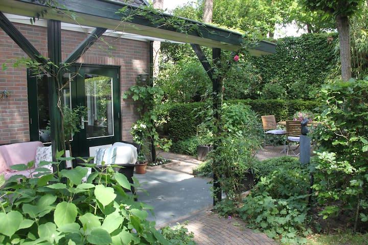 Sfeervol tuinhuis in mooie omgeving