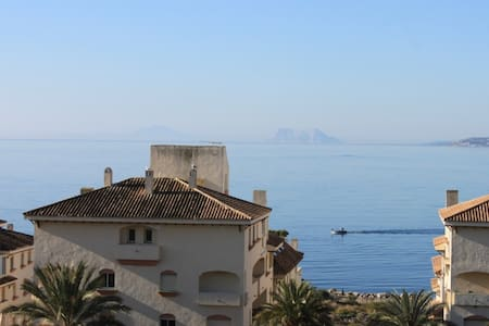 2nd Line apartment with sea view - Estepona - Byt