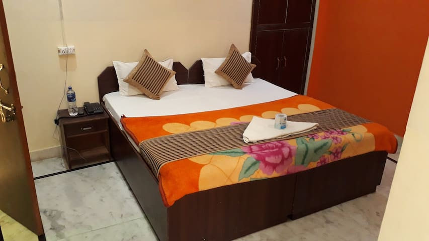 Twin or Double Bed Room : Near Taj Mahal