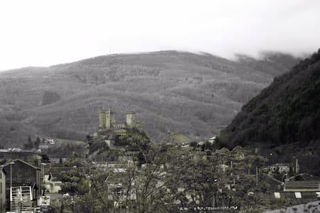 Bel appartement 55m² vue château et montagnes - Foix - Apartment