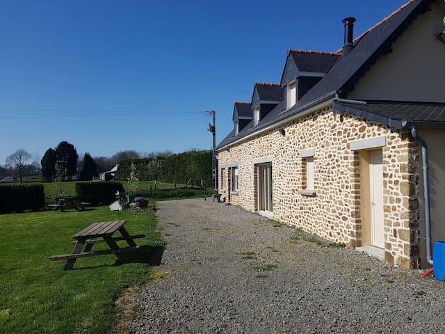 Charmante maison - Larchamp - Casa