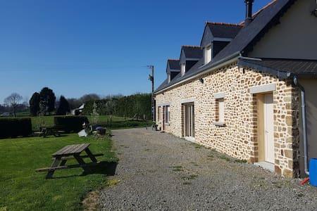 Charmante maison - Larchamp - บ้าน