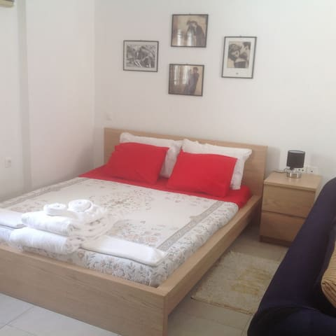 Fira,center,first floor studio. - Fira - Apartment
