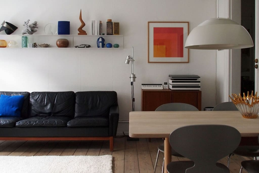 Living room furnished with scandinavian classics