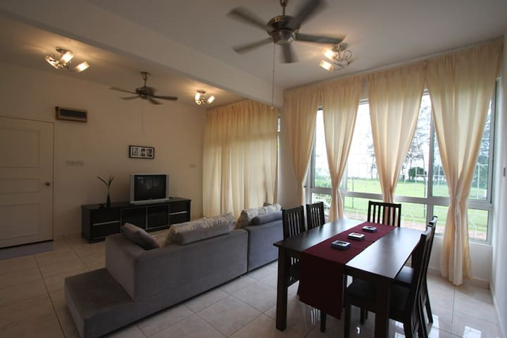 Enjoy Sunset - Beachfront Apartment - Papar - Departamento