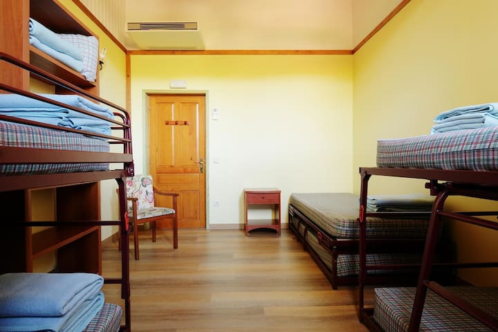 Valle de Aisa - cama en habitación 6 PLAZAS 3-6