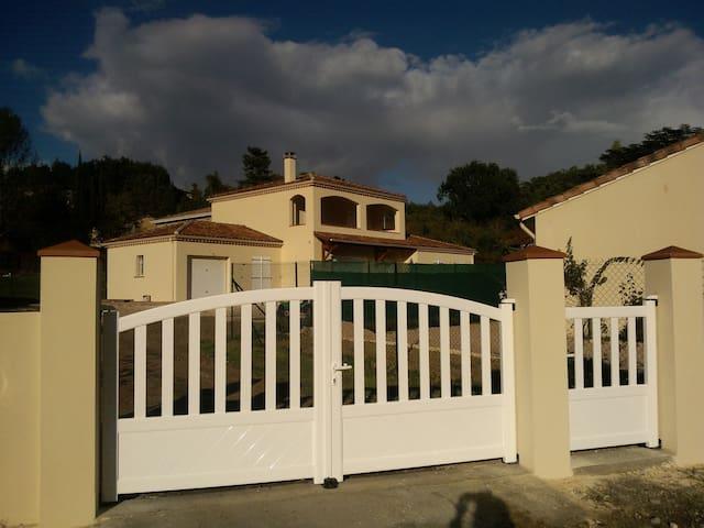 Superbe villa neuve - Auch - วิลล่า