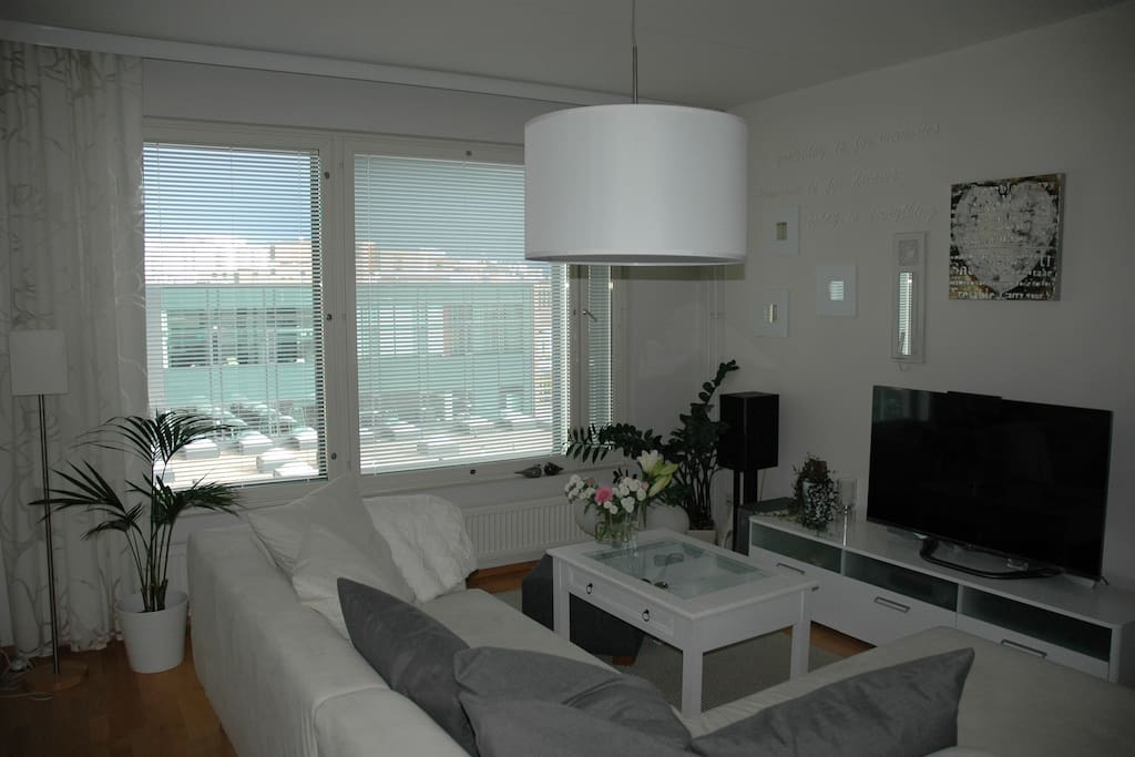 Living room area, soffa offers room for bigger family too