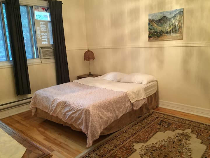 Spacious private room near metro,HEC,Jewish Hosp
